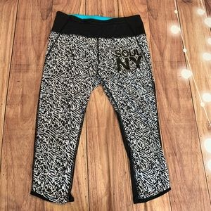 Lululemon Soul NY Black & White Capri Leggings
